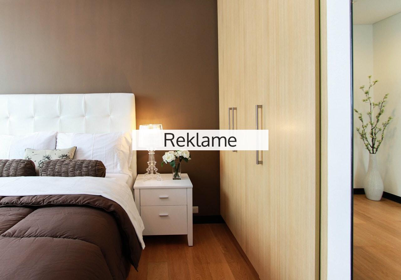 Byg garderobeskabet ind i væggen og få et større soveværelse
